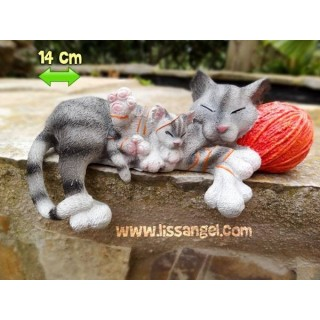 Resin Figure Cats with Wool Ball