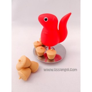 Squirrel with support for Magnets with Acorn shape